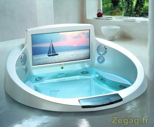 Baignoire de luxe avec écran|Zegag.fr : images marrantes